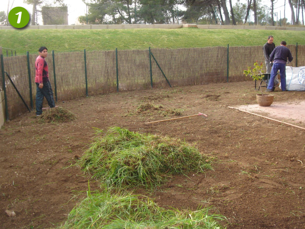 Proceso de instalaci n c sped artificial mundo c sped - Colocar cesped artificial sobre terreno natural ...